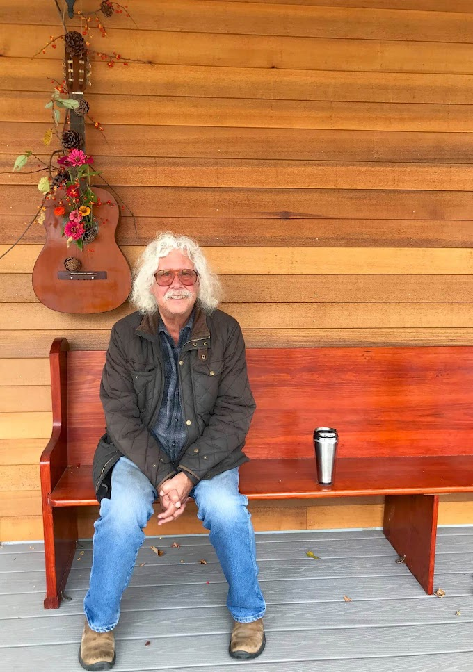 Arlo Guthrie Has 'Gone Fishing'