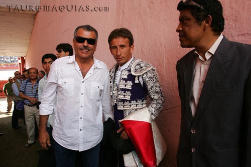Nicolás Lúcar y El Loro en puerta de cuadrillas de Acho