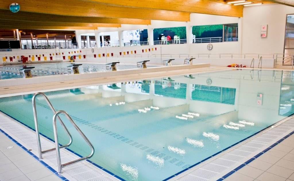 Huis muur maken zwembad beveren meerminnen openingsuren - Muur zwembad ...