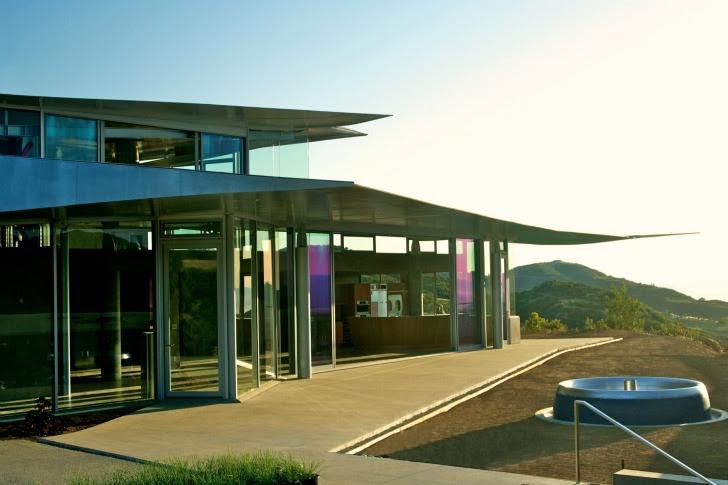 http://inhabitat.com/wp-content/blogs.dir/1/files/2011/06/747-Wing-House-David-Hertz-Architects-11.jpg