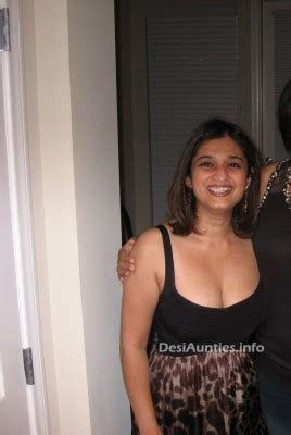 Indian hot dating night club pub girls: Aunties boobs