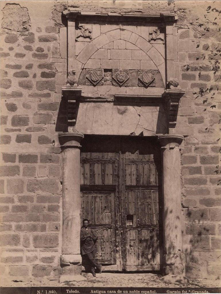 Portada del Palacio de Fuensalida (Toledo) a finales del siglo XIX. Fotografía de Rafael Garzón