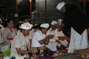 Mohon Keselamatan, Masyarakat Bali Sembahyang di Tujuh Pura