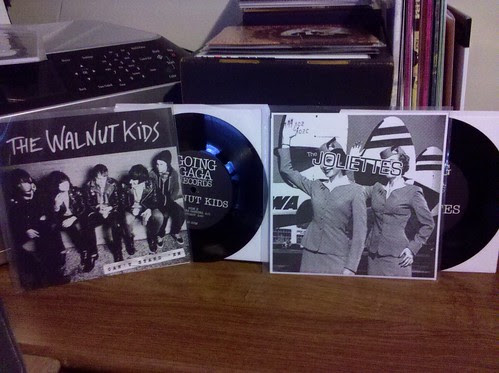 "2 New Going Gaga Records 7""s - The Walnut Kids & The Joliettes by factportugal"