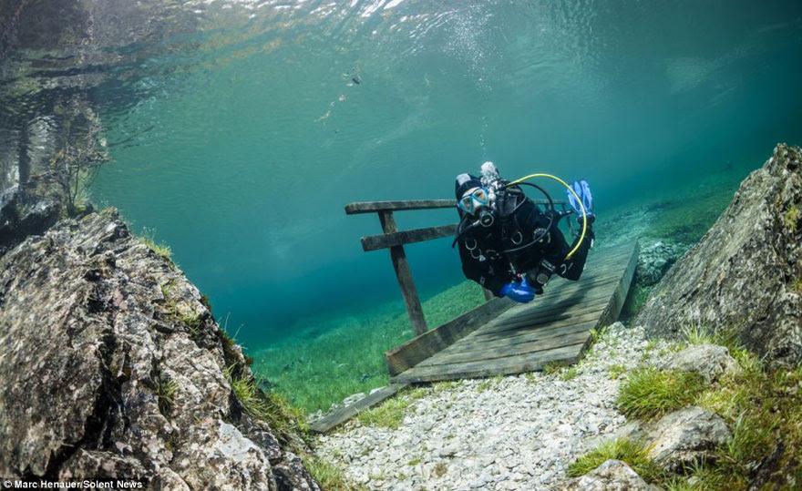 cool-scuba-diving-bridge-underwater