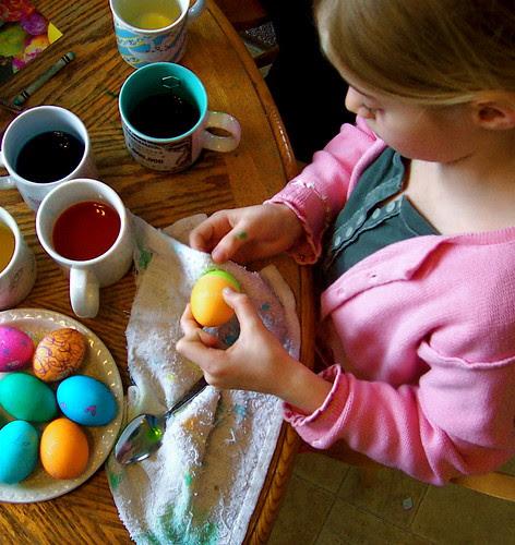 Dyeing eggs