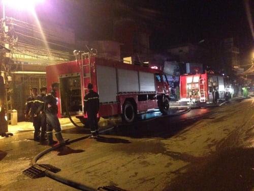 Hình ảnh Hà Nội: Cháy chợ, thiêu rụi nhiều ki ốt hàng hóa số 1