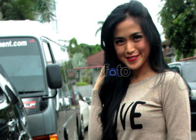 Jessica Iskandar, Si Artis Tergombal