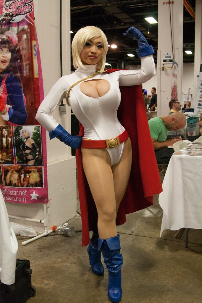 Yaya Han as Power Girl (Boston Comic Con 2013) - Picture by Snarkyman
