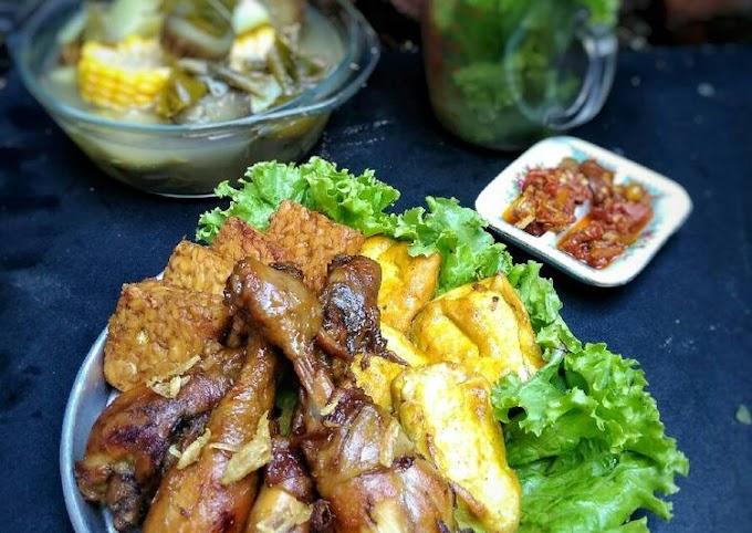 Cara Gampang Membuat Ayam Goreng Kalasan (ungkep air kelapa)