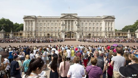 Crowds outside Buckingham Palace for changing of the guard on 22 July