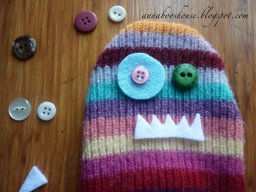 Woolly scarf-monster