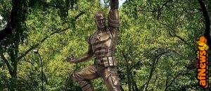 Primo sguardo alla statua in bronzo di CAPTAIN AMERICA