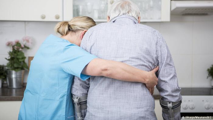 Carer with old man (Imago/Westend61)