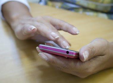Lei indiana proíbe mulheres solteiras de usarem telefone celular