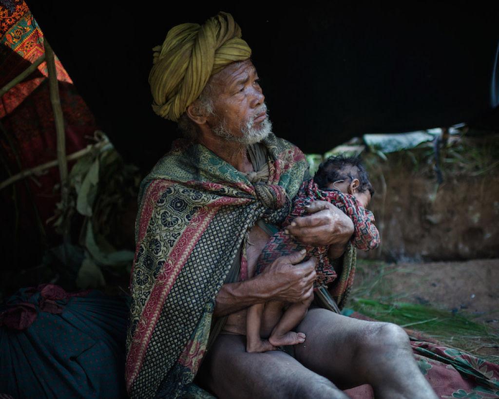 Fotógrafo documenta os últimos caçadores-coletores de tribo do Himalaia 07