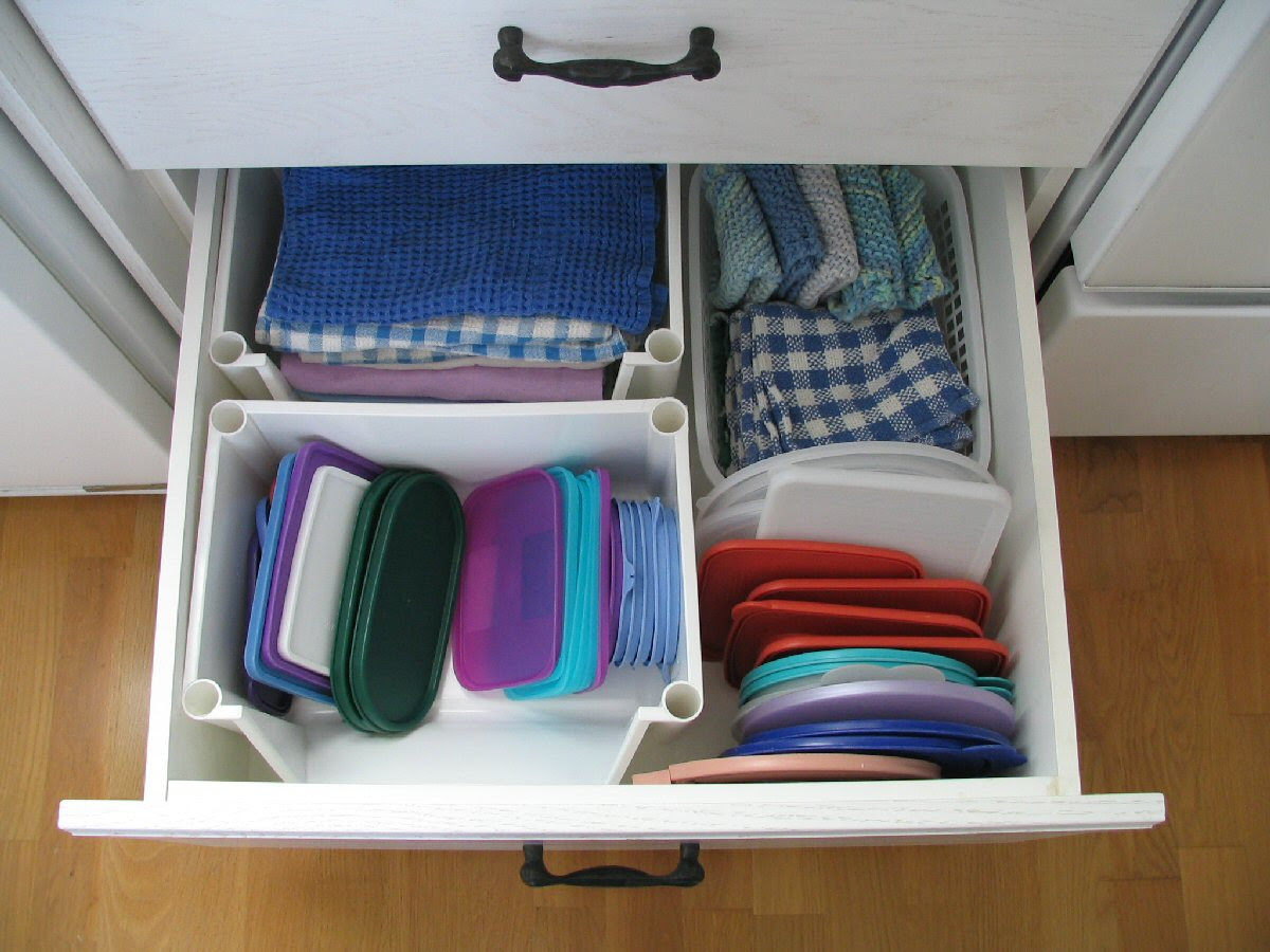ROLLOUT DRAWERS :: ROLLING DRAWERS :: ROLLING SHELVES