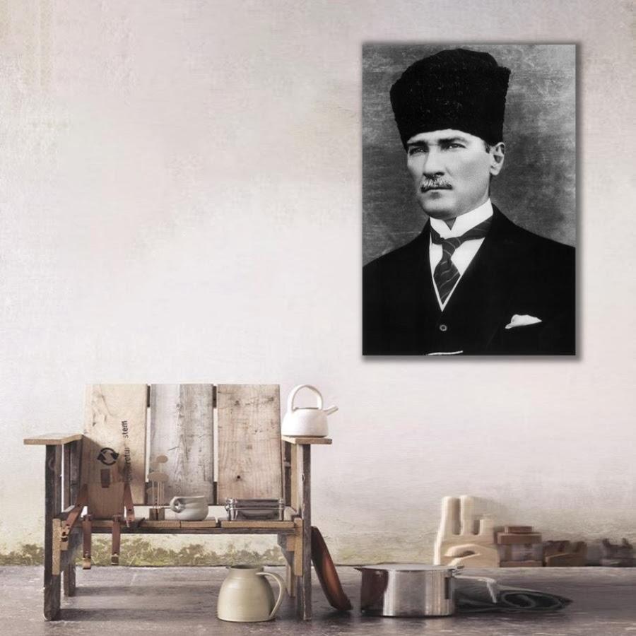 Siyah Beyaz Atatürk Tablosu Dikey Tablolaratatürk Ve Türkiye