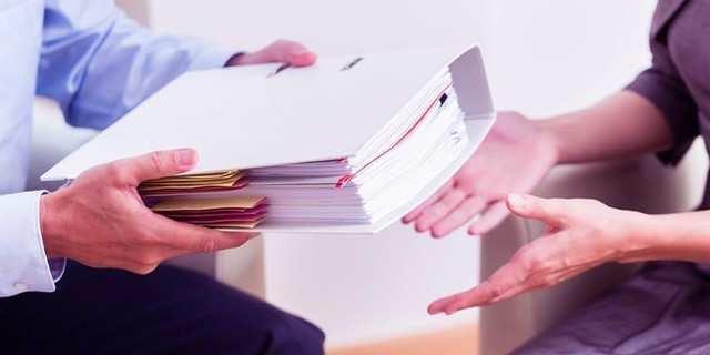 Give a thorough handover: