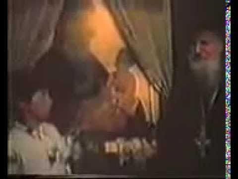 Βίντεο με τον Αγιο Πορφύριο να  ευλογεί πιστούς στο κελάκι του