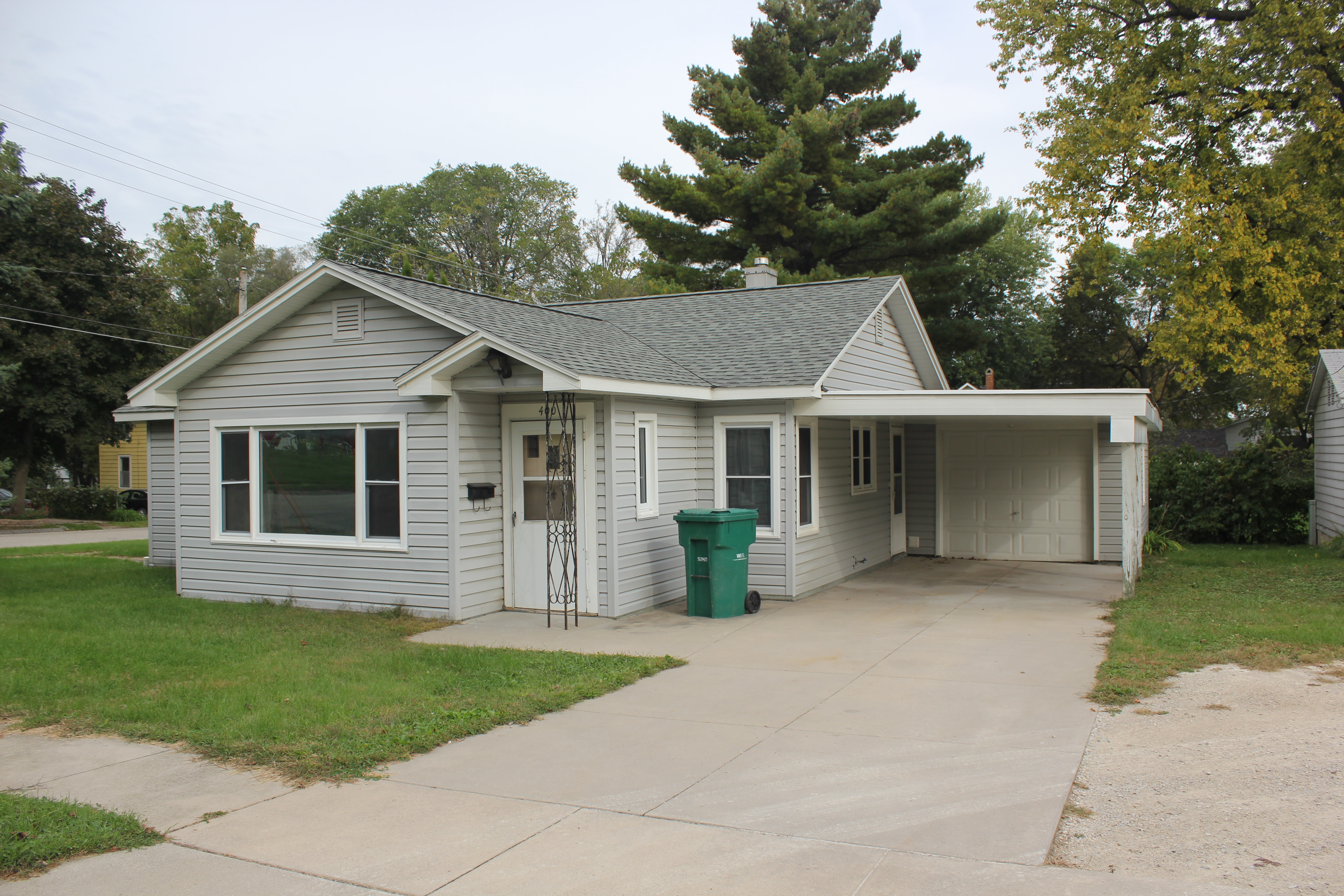 400 7th st Independence iowa house for rent 2