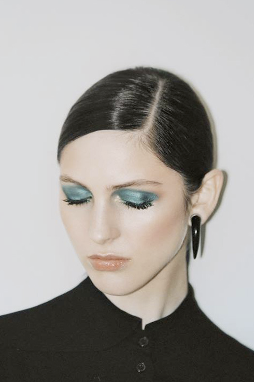 LE FASHION BLOG AND OTHER STORIES FW 2013 LOOKBOOK METALLIC GREEN EYESHADOW HORN EARRING photo LEFASHIONBLOGANDOTHERSTORIESFW2013LOOKBOOKMETALLICGREENEYESHADOWHORNEARRING.png