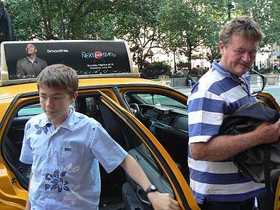 C et P en taxi chez Macy's.jpg