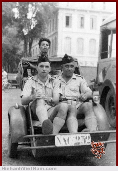Hai người lính gendarmes Pháp ở Sài Gòn