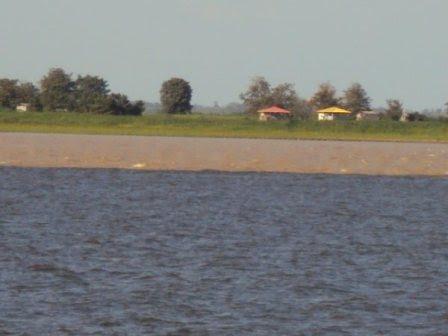 Rio Amazonas e Rio Tapajós, correndo lado a lado, sem misturar suas águas