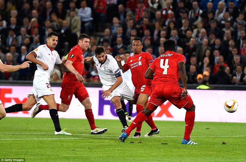 Coke finished a brilliant run from Vitolo with a well-struck effort into the bottom corner to send Sevilla 2-1 up