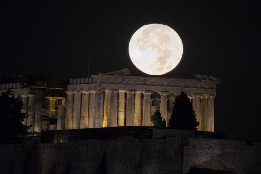 Πανσέληνος: Εντυπωσιακές εικόνες από το `σούπερ` φεγγάρι! [pics]