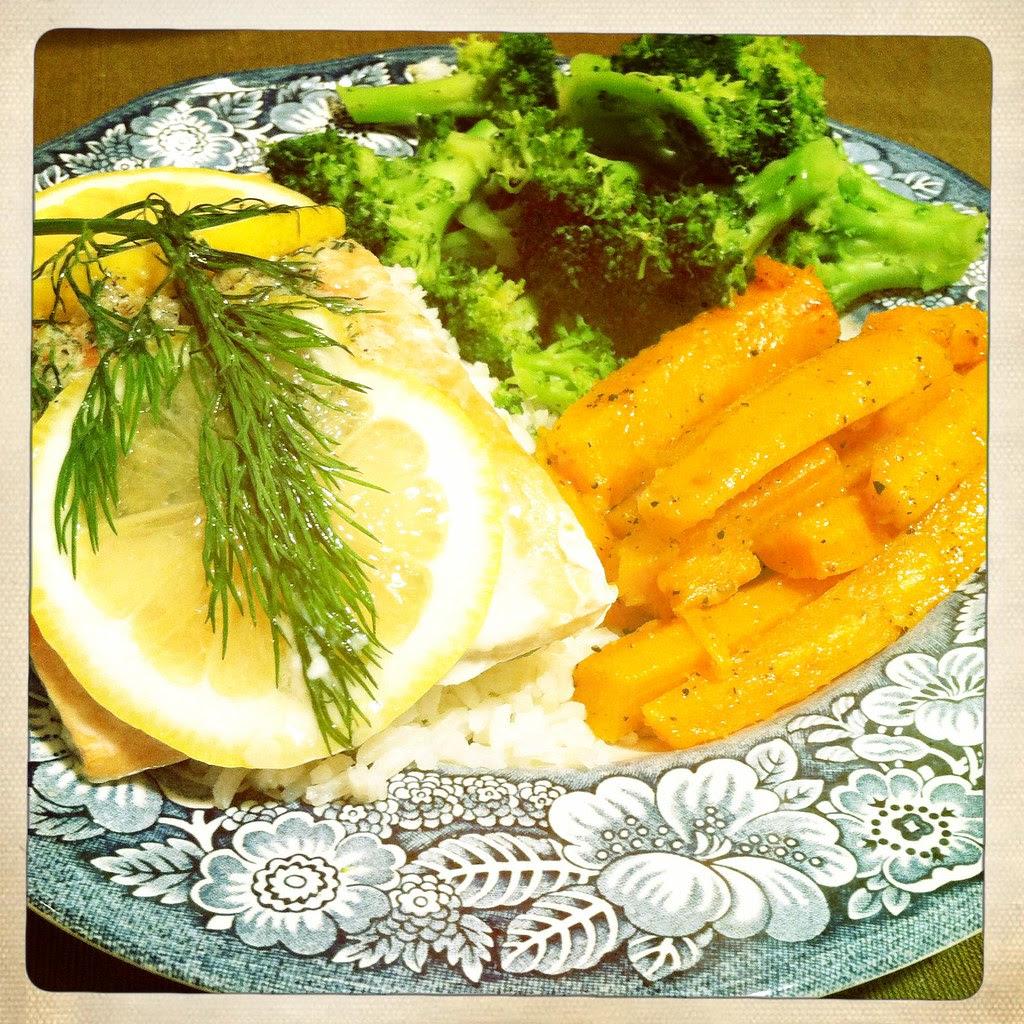 Salmon with Lemon-Dill Butter, Perfect Steamed Broccoli, Carottes étuvées au beurre