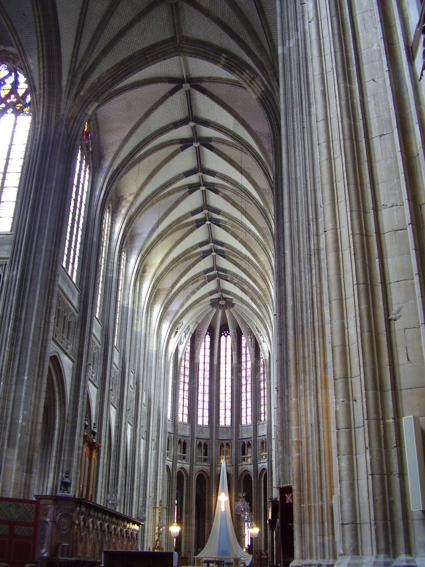 http://upload.wikimedia.org/wikipedia/commons/4/41/Cath%C3%A9drale_Sainte-Croix_d%27Orl%C3%A9ans_2008_PD_01.JPG
