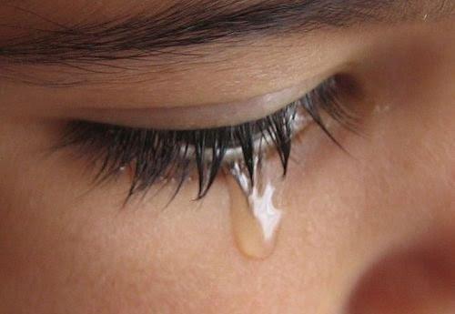 menangis Mengapa Lelaki dan Wanita Menangis?