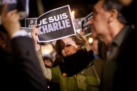 La protesta en la embajada de Francia en México contra el ataque al semanario Charlie Hebdo. Foto: Xinhua / Pedro Mera