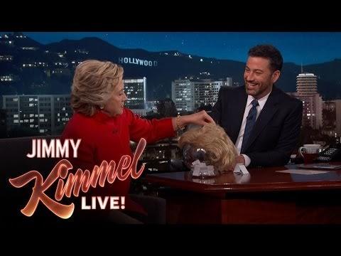 hillary clinton prova a leggere le dichiarazioni di donald trump senza ridere