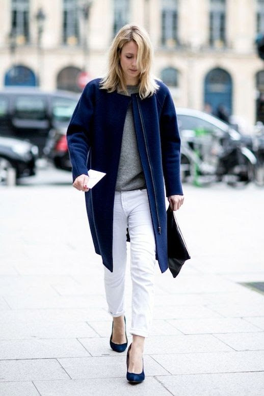 LE FASHION BLOG JENNIFER NEYT EASY CHIC IN BLUE VOGUE.FR VOGUE PARIS ONLINE EDITOR IN CHIEF COBALT BLUE COAT GRAY SWEATER WHITE BOYFRIEND JEANS DENIM BLUE SUEDE HEELS PUMPS BLACK CLUTCH FASHION WEEK STREET STYLE 1 photo LEFASHIONBLOGJENNIFERNEYTEASYCHICINBLUE1.jpeg