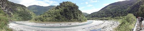 南安瀑布入口前的溪流