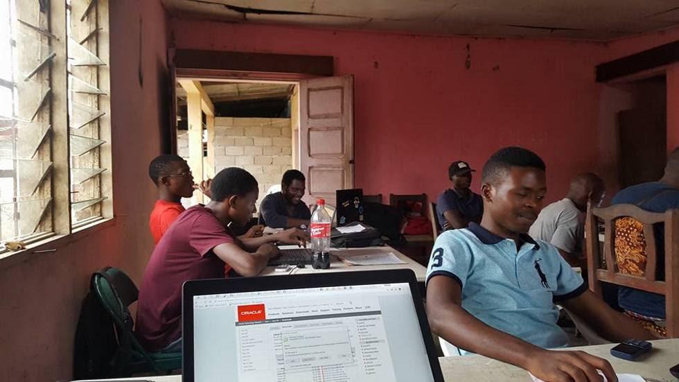 Instalaciones del 'campo de refugiados' digitales en New Bonako. Cedidas por Valery Colong