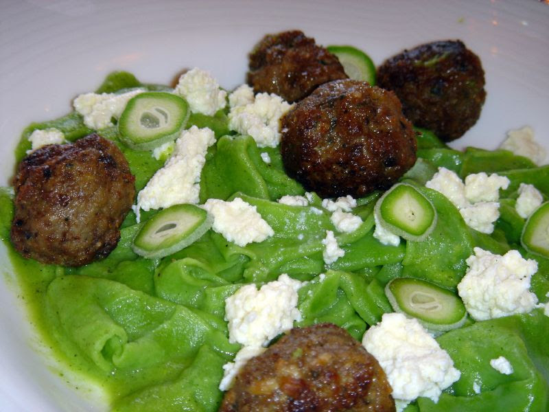 Paperadalle with lamb meat balls