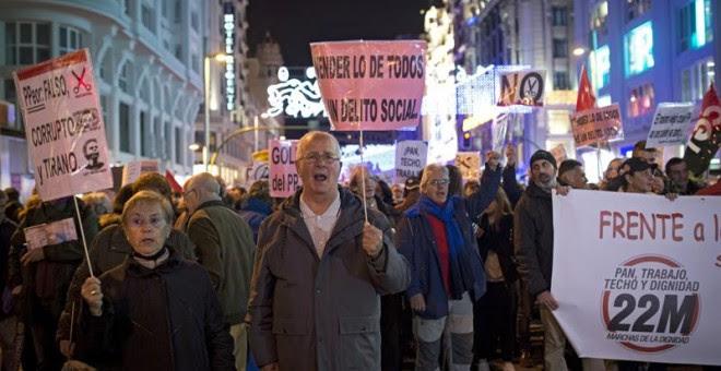 Miles de personas se han manifestado convocadas por las Marchas de la Dignidad. EFE/ Luca Piergiovanni