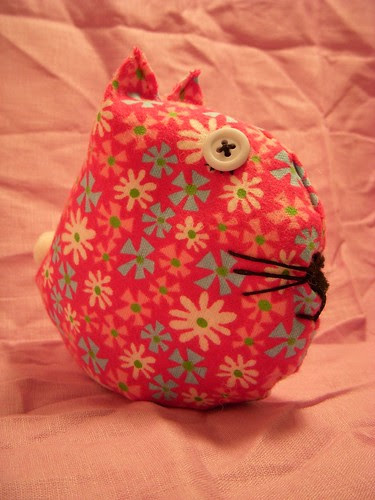 Kitty Stuffie/Pin cushion (side)