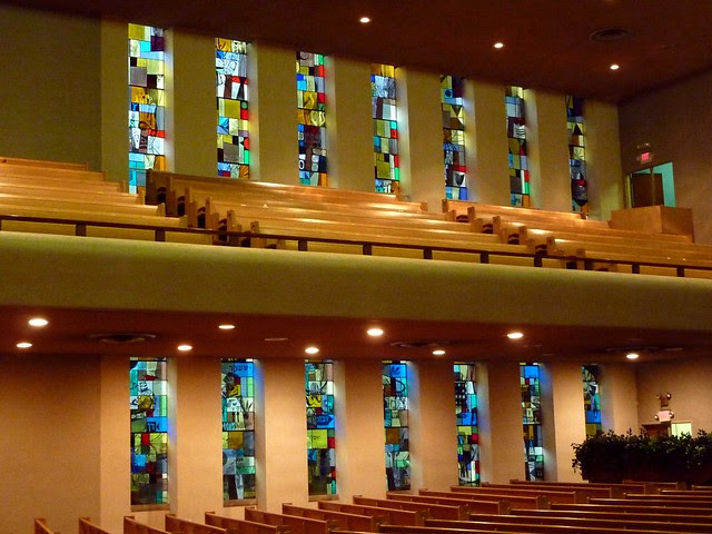 P1000286-2011-09-22-APC-Ahavath-Achim-Synagogue-lg-14-Stained-Glass-North-by-Perli-Pelzig