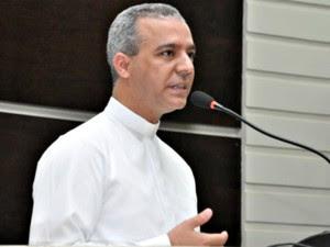 Corpo do padre João Paulo Nolli foi encontrado em terreno baldio (Foto: Câmara Municipal de Rondonópolis)
