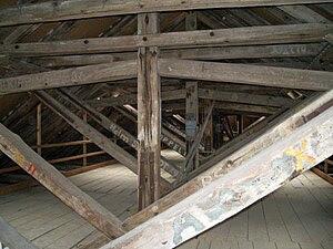 Klosterkirche Dachboden 01