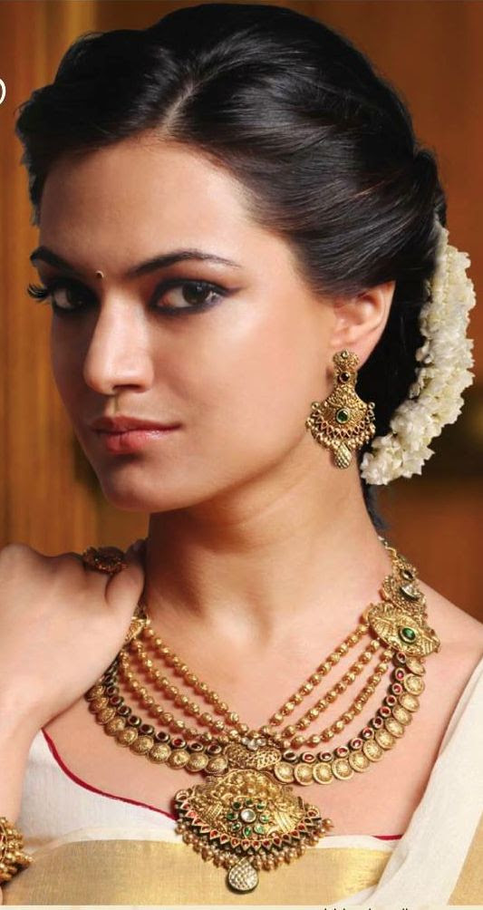 Traditional Messy Bun Hairstyles For Indian Wedding