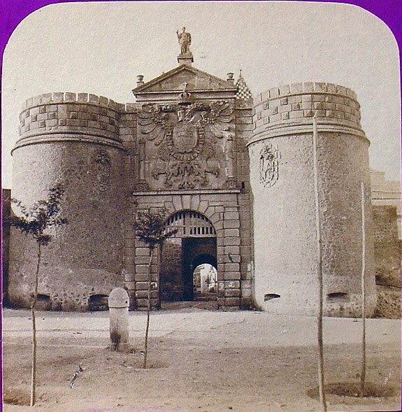 Puerta de Bisagra. Fotografía estereoscópica de Jean Andrieu en 1868 con número de serie 2658