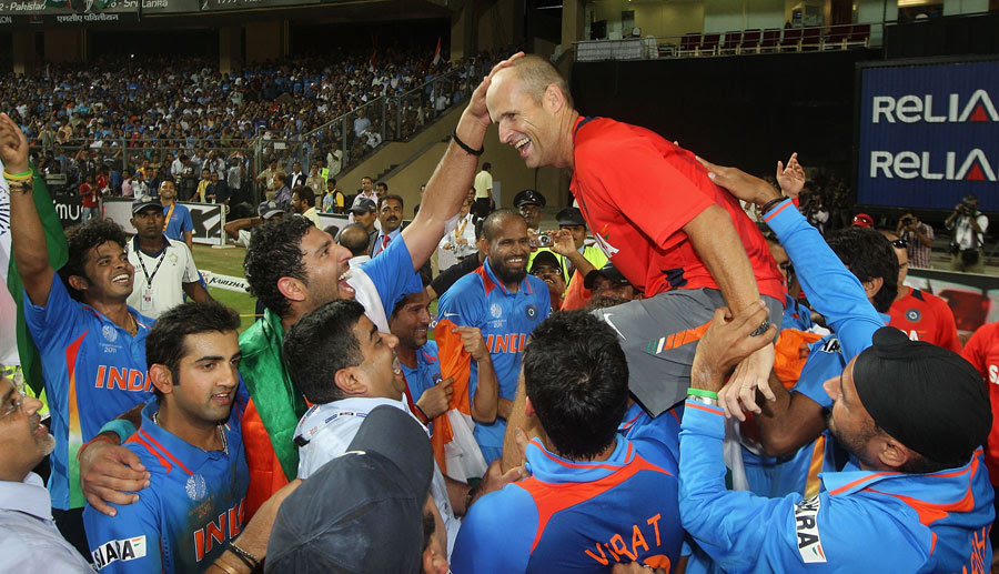 Gary Kirsten receives congratulation from his Indian team