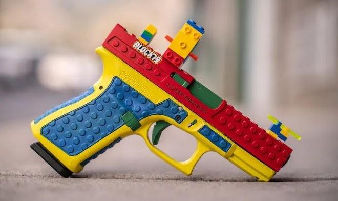 Пистолет, закамуфлированный под конструктор Lego, вызвал шквал протестов среди активистов
