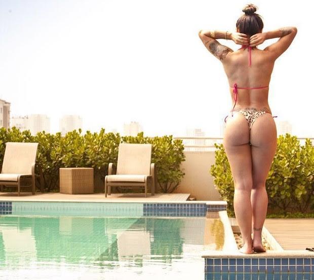 Vanessa Mesquita exibindo o seu bumbum em sessão fotográfica (Foto: Divulgação)